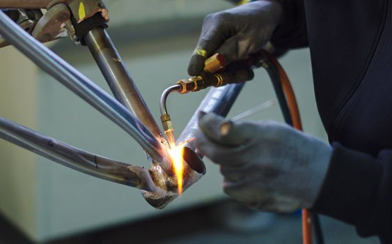 Assembly and brazing of steel tubes for the creation of gravel bicycle frames Wish One