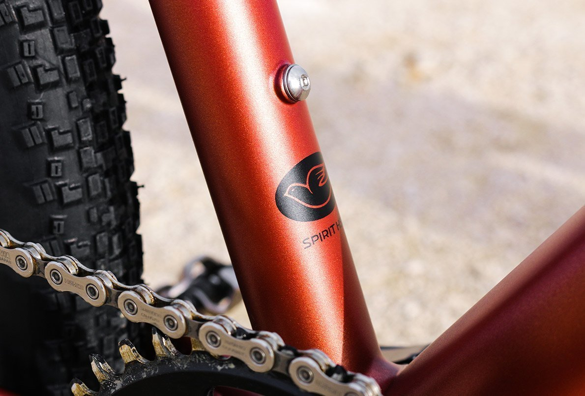 Zoom sur le tube de selle cuivre du vélo gravel bikepacking Wish One Quest
